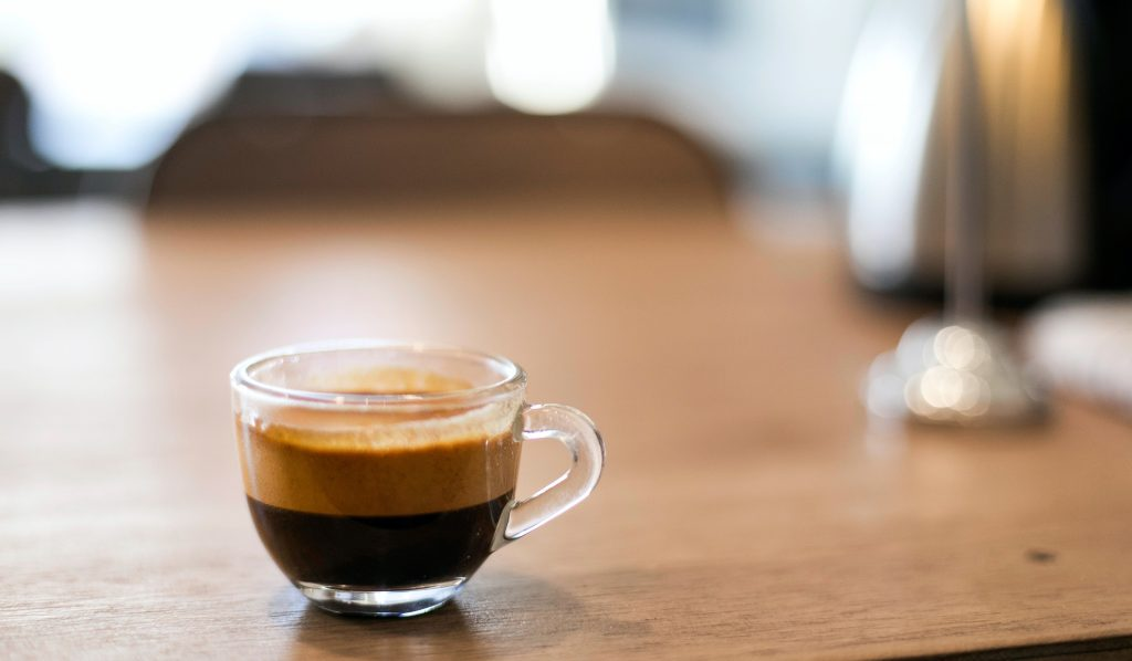 Kaffee Crema im Henkel-Glas