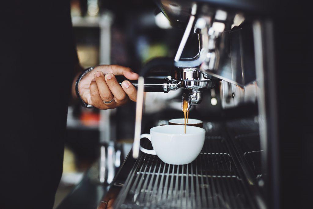 Zubereitung eines Kaffee Crema mit einer Siebträgermaschine