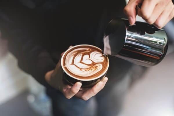 Cappuccino mit Latte Art - eine von vielen Kaffeespezialitäten