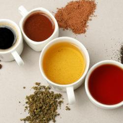 verschiedene Kaffee Alternativen in Tassen