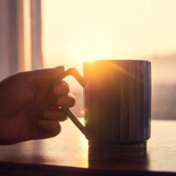 Kaffeetasse vor Sonnenuntergang
