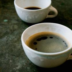 Espresso Lungo in einer weißen Tasse