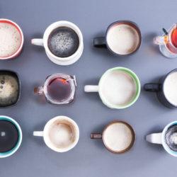 Verschiedene Koffeinhaltige Getränke in verschiedenen Tassen